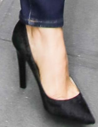 Picture of Alicia Silverstone shoes