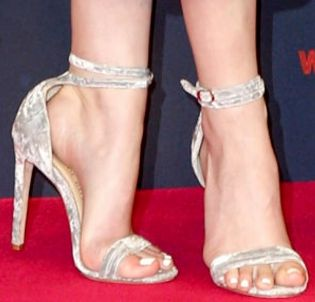 Picture of Anna Kendrick shoes