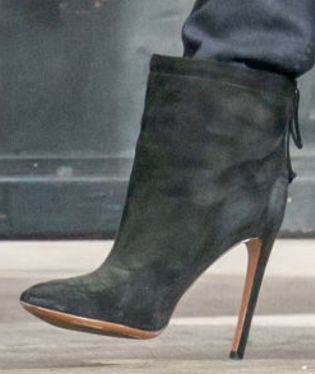 Picture of Jennifer Aniston shoes