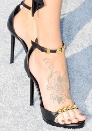 Picture of Jenny McCarthy shoes