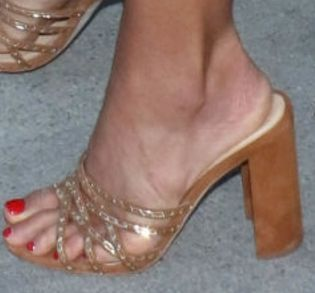Picture of Jordana Brewster shoes