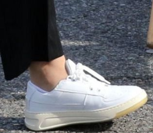 Picture of Kaley Cuoco shoes
