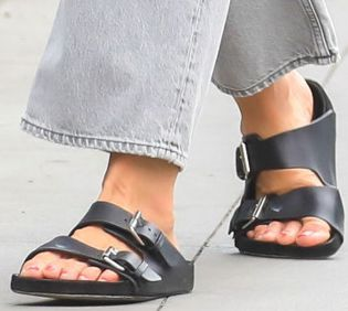 Picture of Katie Holmes shoes