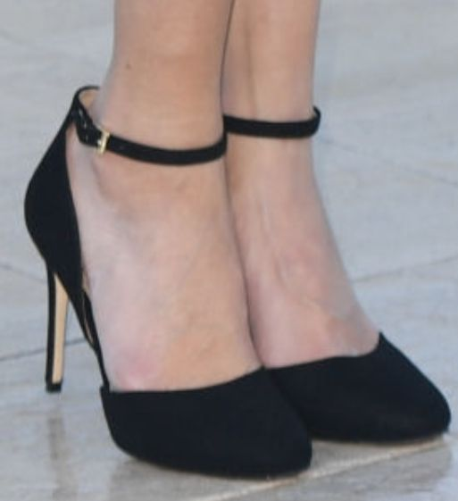 Picture of Kristin Kreuk shoes