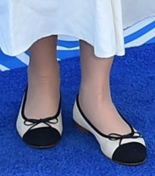 Picture of Zooey Deschanel shoes
