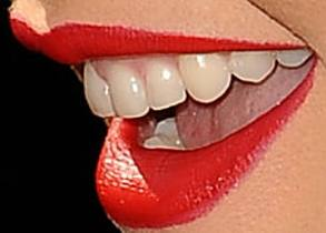 Picture of Christina Aguilera teeth and smile