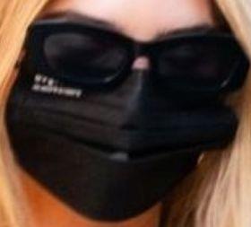 Picture of Emily Ratajkowski coronavirus mask