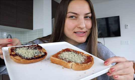 Professional makeup artist turned YouTube DIY guru Jaclyn Forbes has shared a quick, healthy breakfast idea that uses organic hemp seeds over organic peanut butter and jam toast.