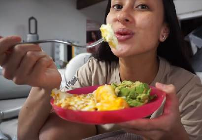 Melisa Michelle Beauty influencer Melisa Michelle could soon be a health influencer with more meals like her Cheese Omelette with Avocado meal.