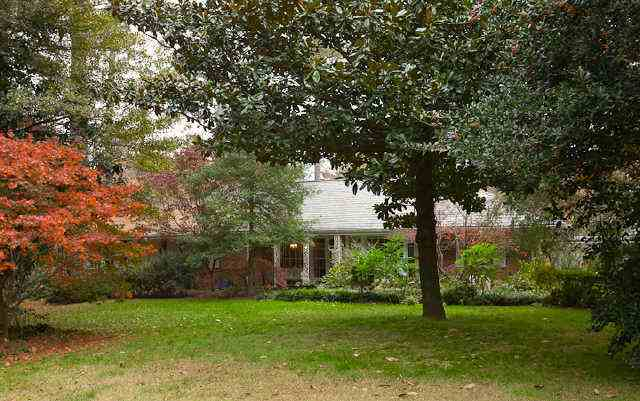 Nancy Grace's house pictures, Atlanta, GA home profile and rare Nancy Grace facts