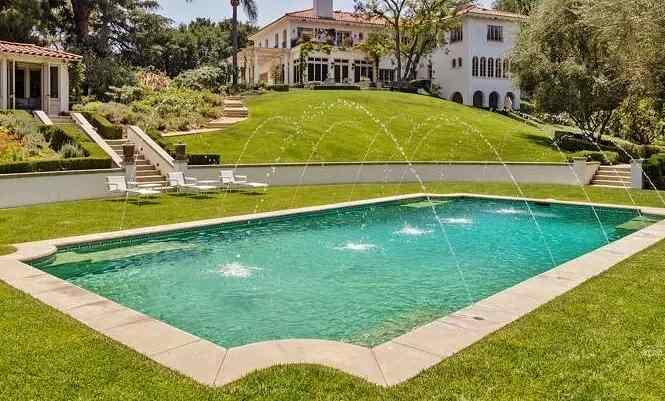 Angelina Jolie Swimming Pool
