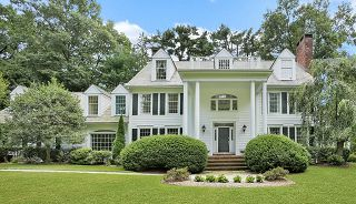 Picture of Diana Ross neighbor home that sold in July 2021