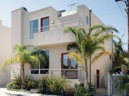 Elisha Cuthbert's house in Venice, CA - first home purchase
