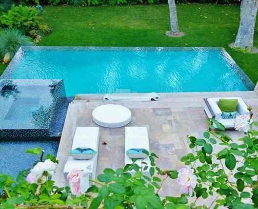 Jennifer Lopez Swimming Pool