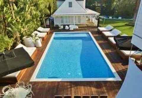 Justin Bieber's swimming pool