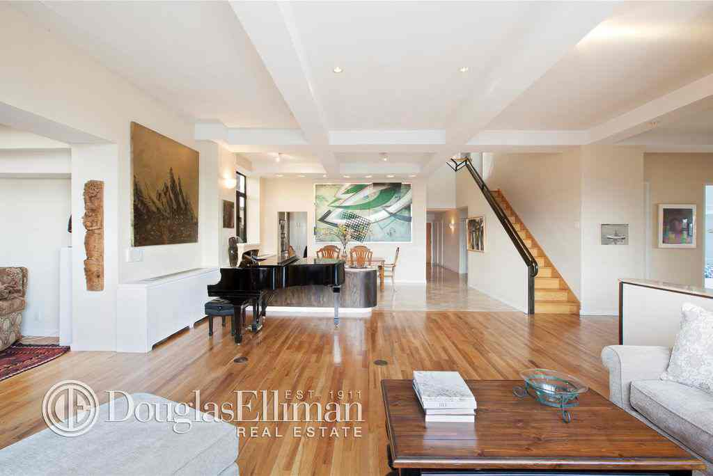 Lady Gaga S Childhood Home Was Listed For Sale In 2014