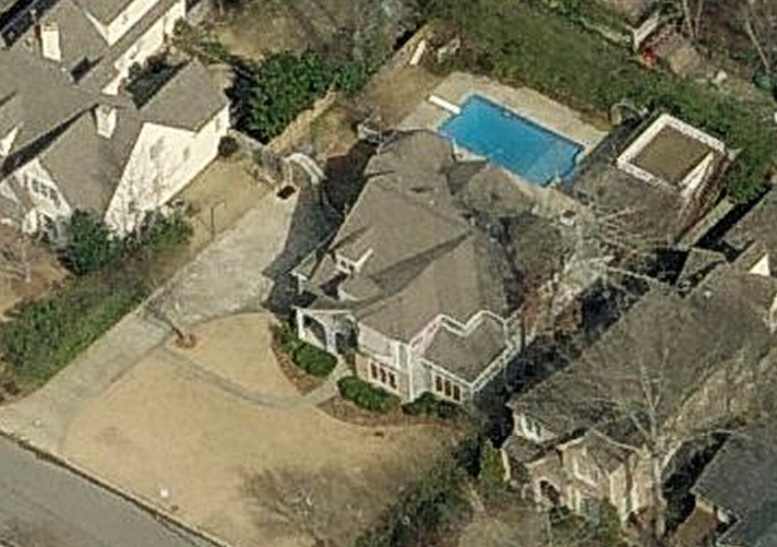 picture of Sara Evans and Jay Barker house
