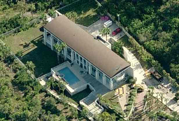 Stephen King's home - aerial photo of Stephen King's house on Casey in Sarasota, Florida