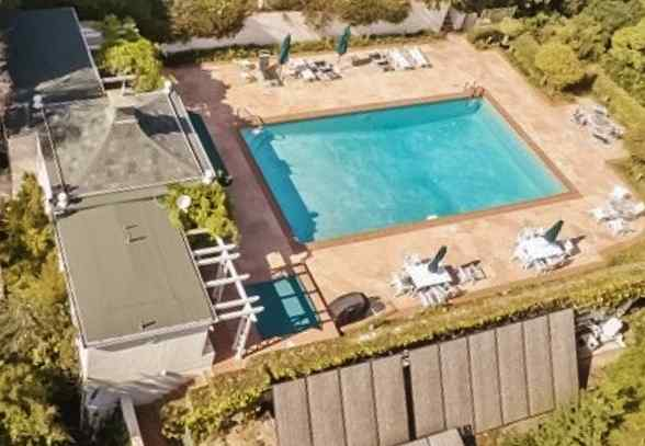 Celebrity swimming pools - Beverly hills public swimming pool ...