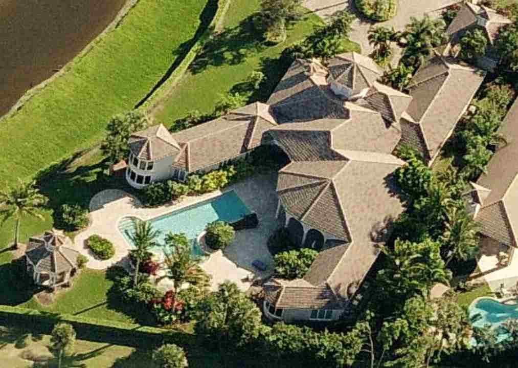 photo: house/residence of hot beautiful sexy  75 million earning Palm Beach Gardens, Florida-resident